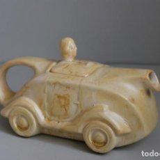 Antigüedades: FANTÁSTICA TETERA DE CERÁMICA SACAVEM - PORTUGAL - COCHE DE CARRERAS - AÑOS 20-30 - ART DECÓ. Lote 184206128