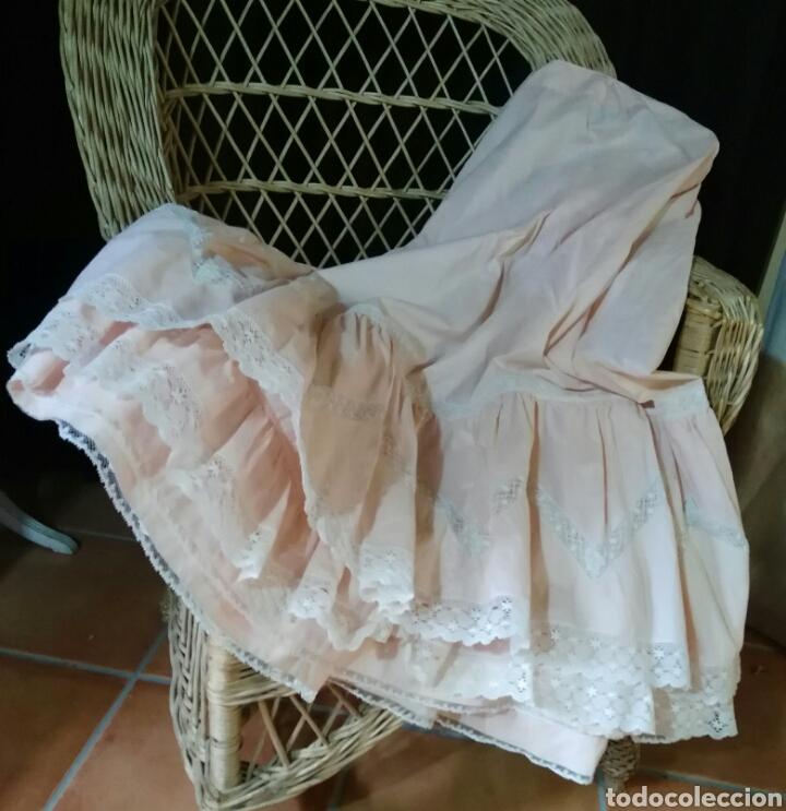 Antigüedades: ANTIGUA ENAGUA CON ENCAJE DE VALENCIEN - Foto 6 - 184206838