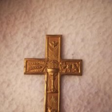 Antigüedades: ANTIGUA CRUZ RELIGIOSA PARA COMUNION. JHS. EUCARISTIA. DORADA AL MERCURIO. 4 X 6CM. VER. Lote 184214503
