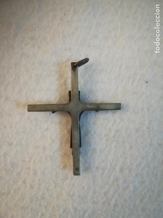 Antigüedades: ANTIGUO CRUCIFIJO. CRISTO ESTILO ROMANICO. CORONA, TUNICA Y ESTOLA. COLGANTE. 4 X 4.5CM. METAL. VER - Foto 2 - 184215910