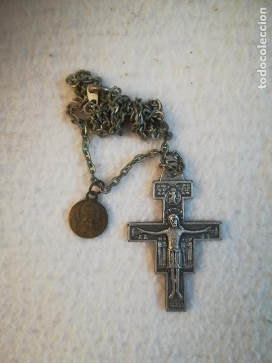 ANTIGUA CADENA CON CRUCIFIJO ROMANICO. ITALIANO. BENDICION ASSISI / ASIS. VER DORSO. 3 X 4CM. VER (Antigüedades - Religiosas - Crucifijos Antiguos)