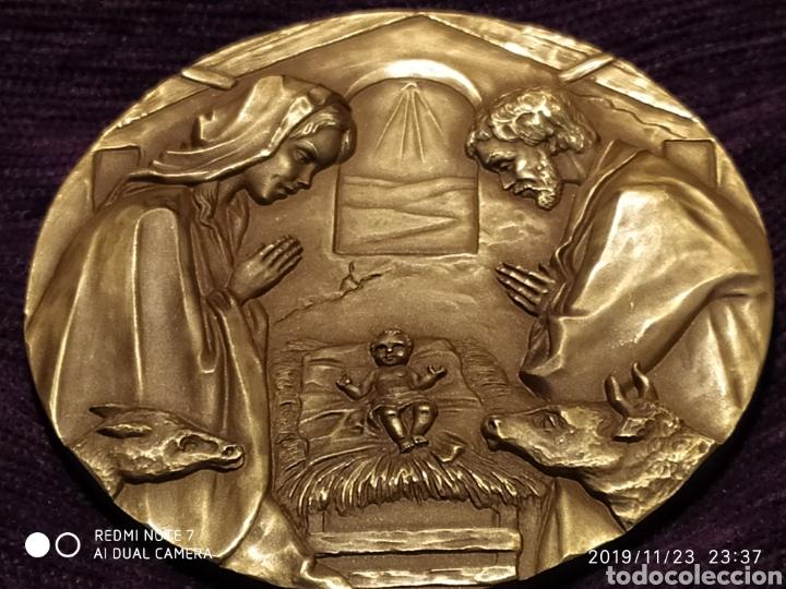 Antigüedades: INIGUALABLE METOPA NATAL EN RELIEVE, BRONCE PULIDO, ÚNICA, VER, AÑO 2000 - Foto 3 - 184226316