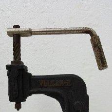 Antigüedades: REMACHADORA VULCAN. Lote 184232337