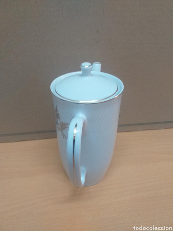 Antigüedades: Cafetera porcelana SANTA CLARA ( VIGO ) con detalles dorados - Foto 2 - 184256947