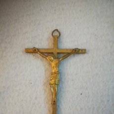 Antigüedades: ANTIGUA CRUZ. DORADA AL MERCURIO. CRISTO ESTILO BIZANTINO. COLGANTE. 5 X 7.5CM. VER. Lote 251624780