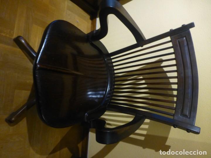 Antigüedades: sillón de despacho de madera. modelo americano - Foto 2 - 184279423