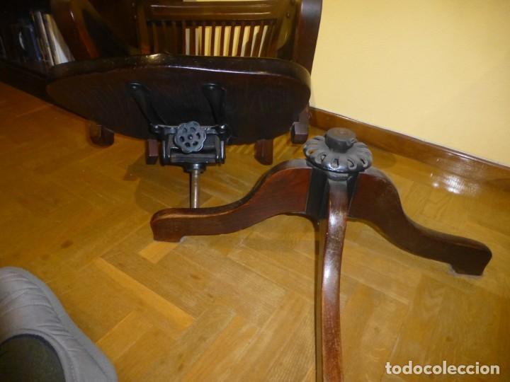 Antigüedades: sillón de despacho de madera. modelo americano - Foto 4 - 184279423
