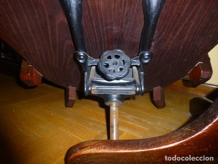 Antigüedades: sillón de despacho de madera. modelo americano - Foto 5 - 184279423