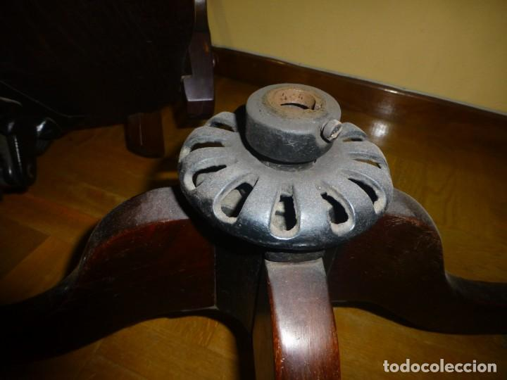 Antigüedades: sillón de despacho de madera. modelo americano - Foto 6 - 184279423