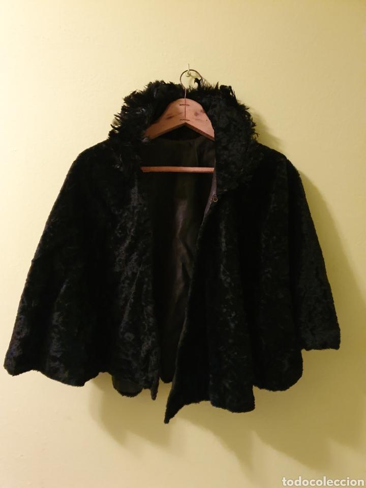 ANTIGUA CAPA CORTA (Antigüedades - Moda y Complementos - Mujer)