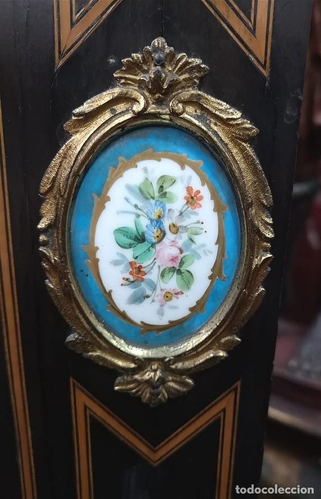 Antigüedades: MUEBLE VITRINA FRANCESA CON PORCELANA - Foto 5 - 184335412