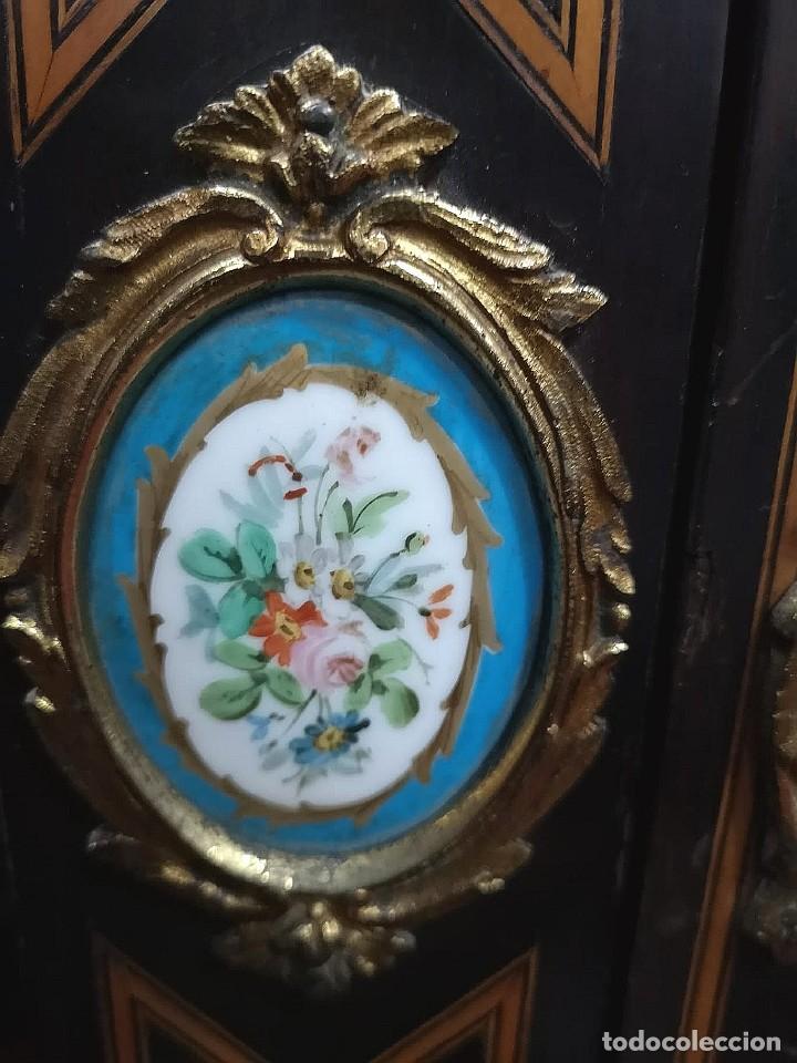 Antigüedades: MUEBLE VITRINA FRANCESA CON PORCELANA - Foto 6 - 184335412