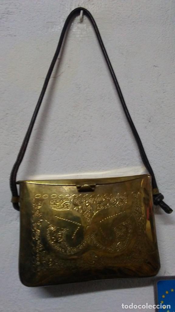 Antigüedades: ANTIGUO BOLSO DE BRONCE O LATÓN GRABADO - Foto 2 - 184370873
