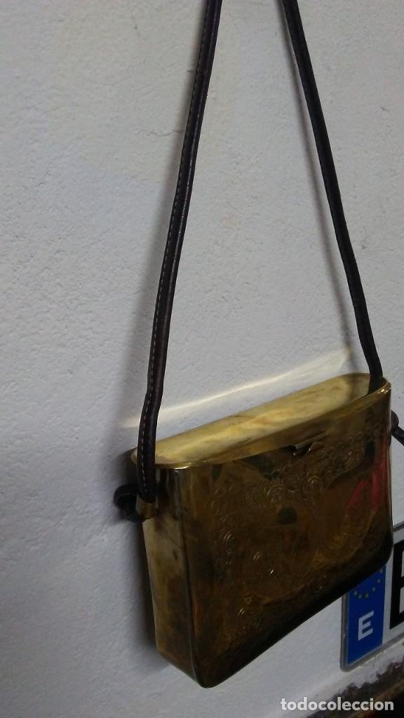 Antigüedades: ANTIGUO BOLSO DE BRONCE O LATÓN GRABADO - Foto 3 - 184370873