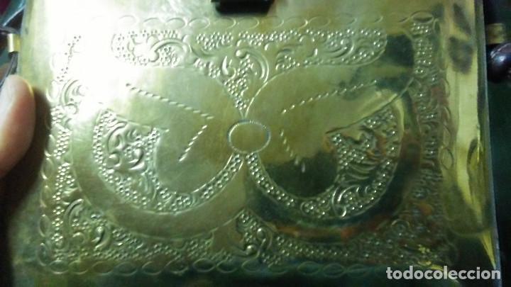 Antigüedades: ANTIGUO BOLSO DE BRONCE O LATÓN GRABADO - Foto 7 - 184370873
