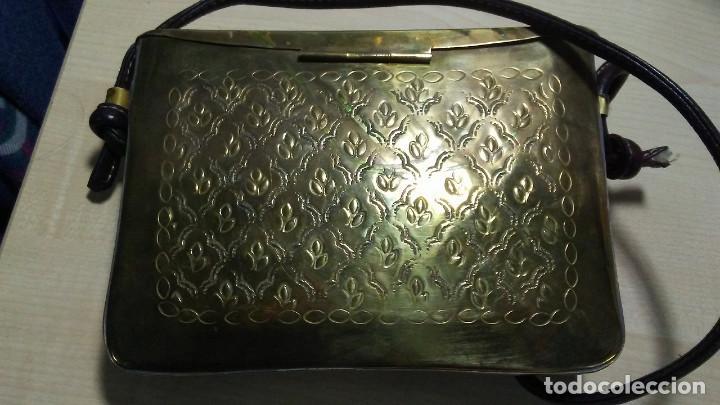 Antigüedades: ANTIGUO BOLSO DE BRONCE O LATÓN GRABADO - Foto 8 - 184370873