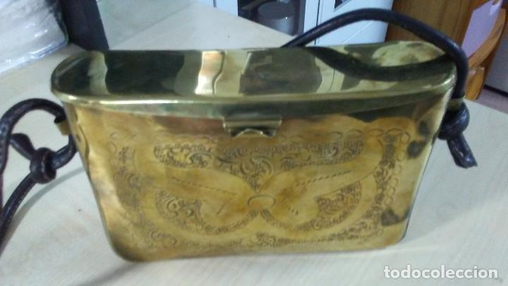 Antigüedades: ANTIGUO BOLSO DE BRONCE O LATÓN GRABADO - Foto 11 - 184370873