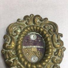 Antigüedades: PRECIOSO RELICARIO CON RELIQUIA - VIRGEN DE LOS REYES - SEVILLA - 5X55.6CM. Lote 184424876