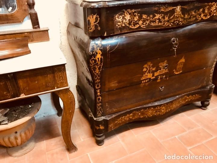 Antigüedades: Cómoda isabelina de caoba con mercateria de boix. - Foto 2 - 184427903