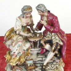 Antiquités: PARTIDA DE AJEDREZ. ESCULTURA EN PORCELANA ESMALTADA. MEISSEN. SIGLO XIX-XX.. Lote 184435852