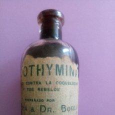 Antigüedades: BOTELLA DE CRISTAL - FLUOTHYMINA - CONTRA LA COQUELUCHE - DR BOFILL - 9.5 X 2 X 3.5 CMS. Lote 184444200