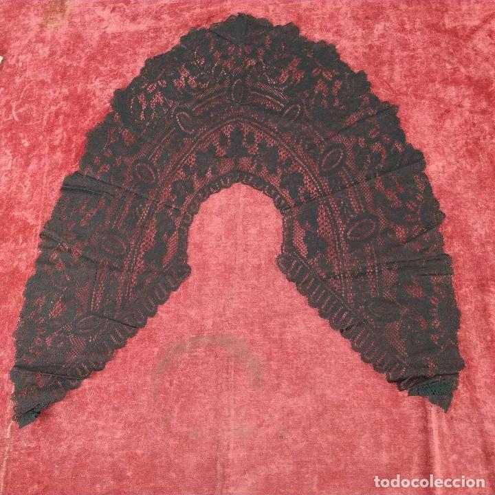 Antigüedades: GRAN CUELLO PARA TRAJE DE DAMA. ENCAJE. ALGODÓN NEGRO. ESPAÑA. FIN SIGLO XIX - Foto 2 - 184447595