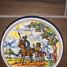 Antigüedades: PLATITO QUIJOTE Y SANCHO TALAVERA PINTADO A MANO. Lote 184448853