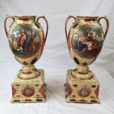 Antigüedades: ANTIGUA PAREJA DE JARRONES EN PORCELANA S.XIX CON SELLO ROYAL. Lote 184508265