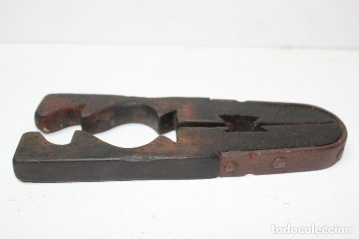 Antigüedades: Casca piñones madera y forja - Foto 4 - 184599781