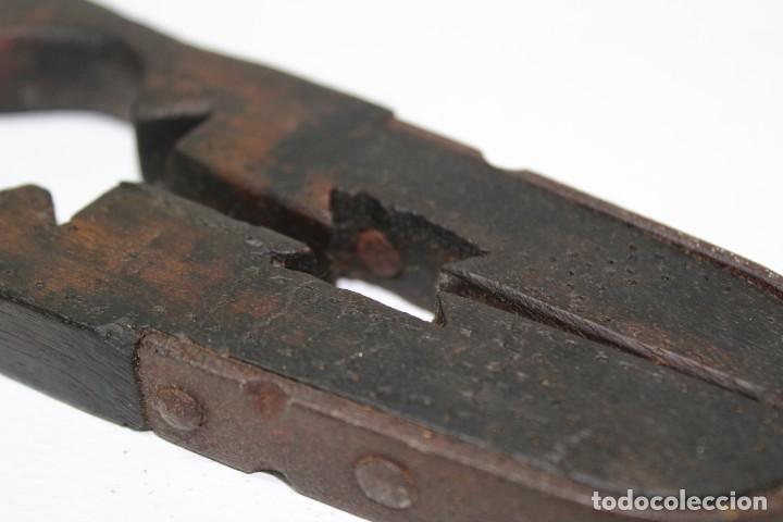 Antigüedades: Casca piñones madera y forja - Foto 6 - 184599781