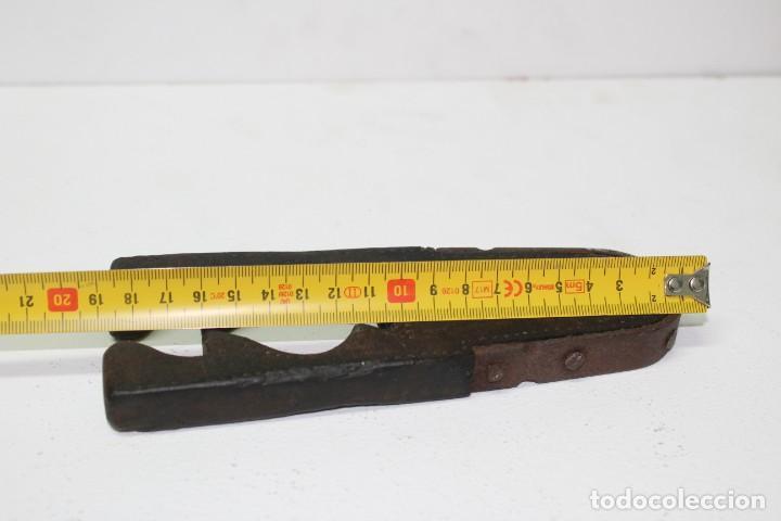 Antigüedades: Casca piñones madera y forja - Foto 14 - 184599781