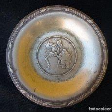 Antigüedades: PLATO DECORATIVO DON QUIJOTE - PUBLICIDAD DE GOLDORO S.A . CRUZ DELGADO - JOSE ROMAGOSA. EN ALPACA. Lote 184607831