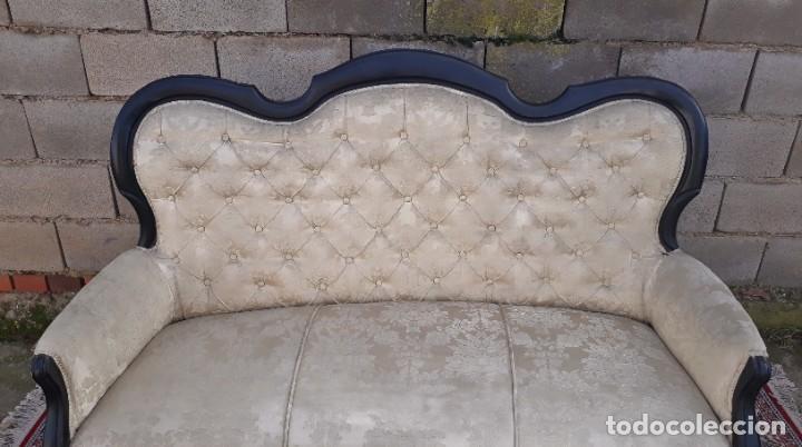 Antigüedades: Sofá antiguo estilo isabelino tapizado capitoné. Tresillo antiguo madera ebonizada estilo Luis XV. - Foto 6 - 184617858