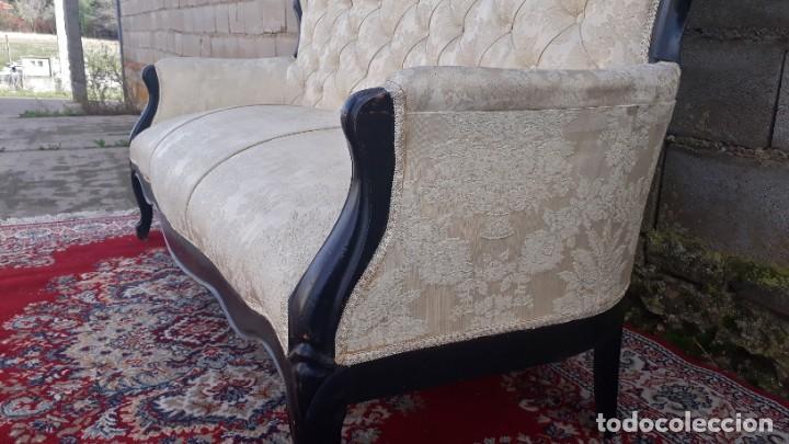 Antigüedades: Sofá antiguo estilo isabelino tapizado capitoné. Tresillo antiguo madera ebonizada estilo Luis XV. - Foto 9 - 184617858