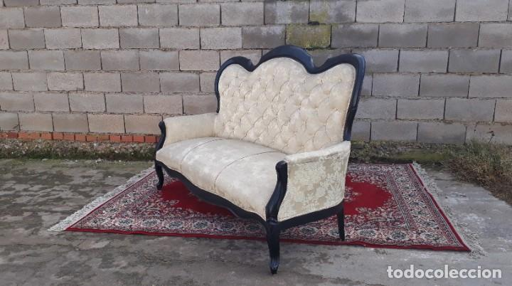Antigüedades: Sofá antiguo estilo isabelino tapizado capitoné. Tresillo antiguo madera ebonizada estilo Luis XV. - Foto 12 - 184617858