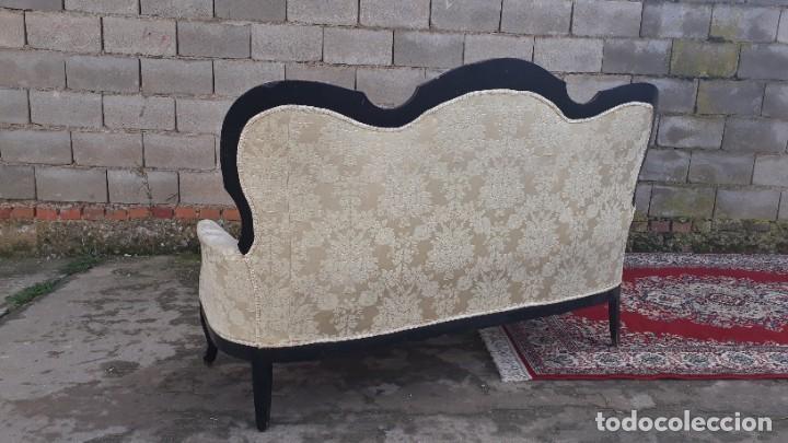 Antigüedades: Sofá antiguo estilo isabelino tapizado capitoné. Tresillo antiguo madera ebonizada estilo Luis XV. - Foto 14 - 184617858
