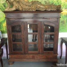 Antigüedades: MUEBLE VITRINA HINDU DE MADERA. Lote 184665060
