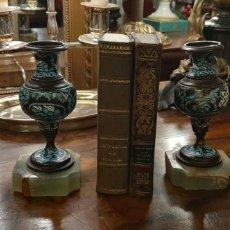 Antigüedades: PAREJA DE JARRONCITOS DE CLOISONNE. Lote 184703181