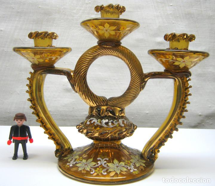 ANTIGUO CANDELABRO 3 LUCES - CRISTAL ÁMBAR PINTADO Y DORADO S. XIX CATALÁN (Antigüedades - Cristal y Vidrio - Catalán)