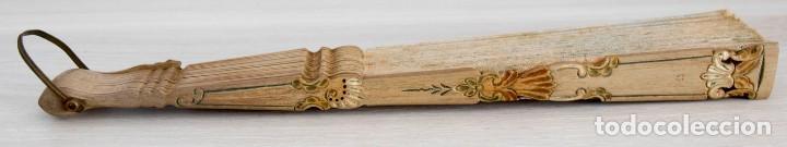 Antigüedades: Abanico pintado a mano.Varillaje hueso/madera tallado y pintado.País de Tul con pequeñas lentejuelas - Foto 8 - 184736590