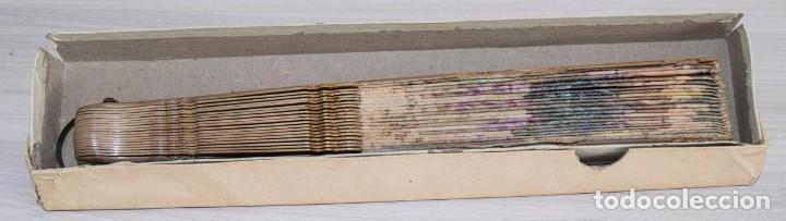Antigüedades: Abanico pintado a mano.Varillaje hueso/madera tallado y pintado.País de Tul con pequeñas lentejuelas - Foto 9 - 184736590