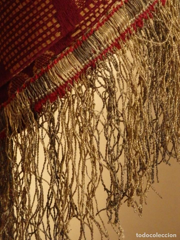 Antigüedades: Enorme frente del siglo XIX confeccionado en seda brocada y fleco de plata. Mide 286 x 109 cm. - Foto 9 - 184741097