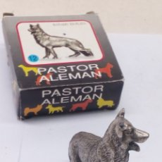 Antigüedades: FIGURA DE METAL BAÑADO EN PLATA PASTOR ALEMAN. Lote 184769072