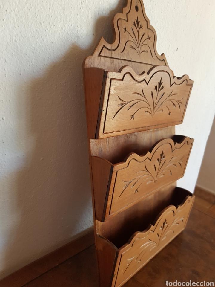 Antigüedades: Antiguo Cartero o porta cartas en madera. - Foto 2 - 184837803