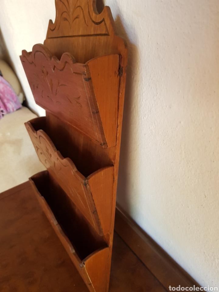 Antigüedades: Antiguo Cartero o porta cartas en madera. - Foto 3 - 184837803