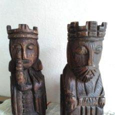 Antigüedades: PAREJA DE FIGURAS DE MADERA. Lote 184870225
