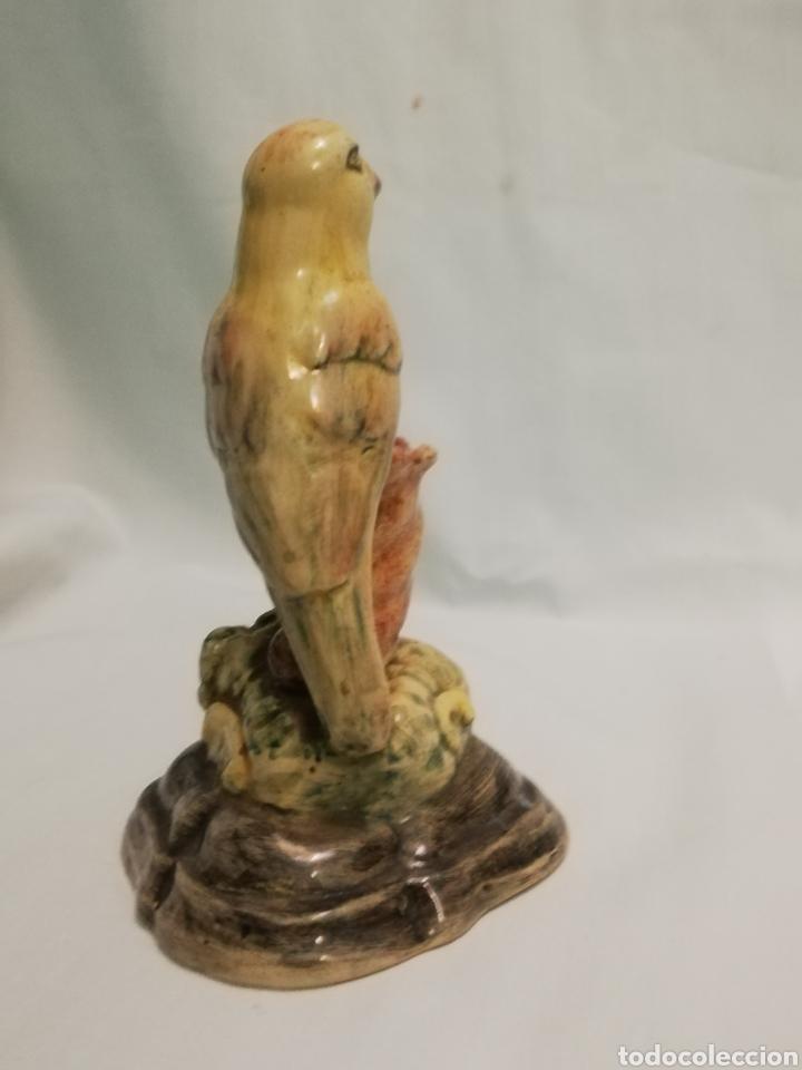 Antigüedades: Preciosa antigua figura de pajaro Canario en porcelana esmaltada firmada Alcora siglo XIX - Foto 5 - 184889228