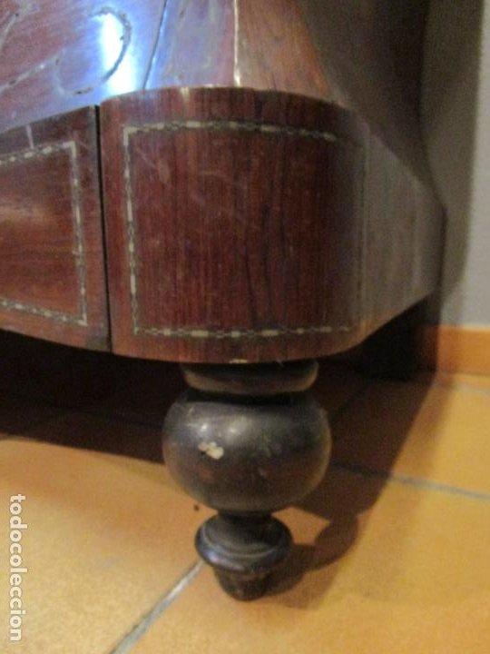 Antigüedades: Cómoda Isabelina Bombeada - Madera Jacarandá - Marquetería en Latón - Mármol Carrara - S. XIX - Foto 6 - 184899962