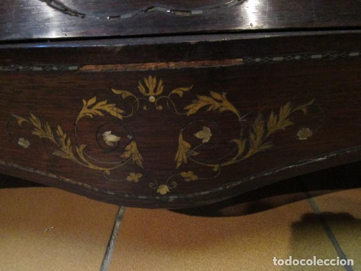 Antigüedades: Cómoda Isabelina Bombeada - Madera Jacarandá - Marquetería en Latón - Mármol Carrara - S. XIX - Foto 8 - 184899962