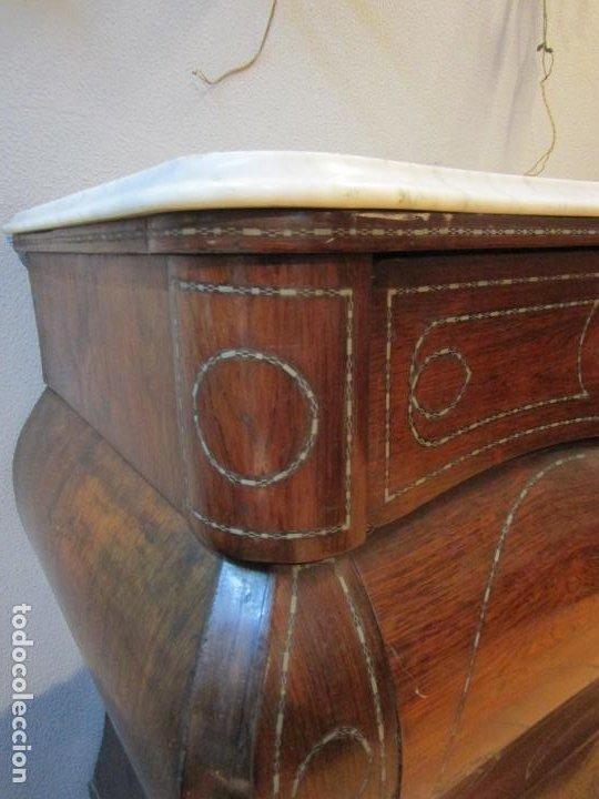 Antigüedades: Cómoda Isabelina Bombeada - Madera Jacarandá - Marquetería en Latón - Mármol Carrara - S. XIX - Foto 25 - 184899962